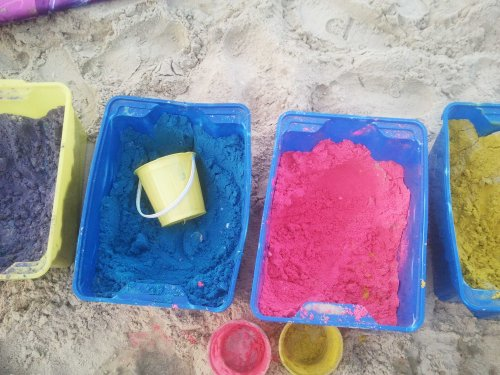 חול צבעוני בגיגיות