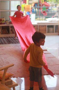 ענר ועופרי פורשים את השטיח האדום