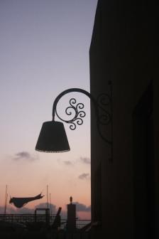 מנורה בלילה