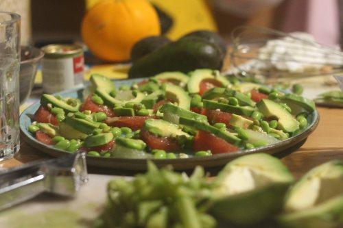 יובל מבשל בבית שלנו